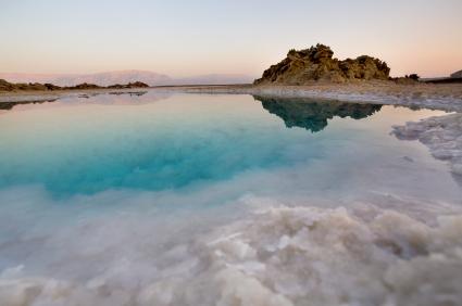 most-interesgin-places-to-swim-Dead-Sea-Israel123